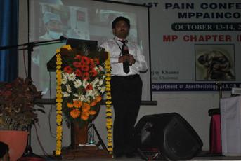 Dr Debjyoti Dutta delivering Lecture on Trigeminal Neuralgia at NSCB Medical College Jabalpur, MP