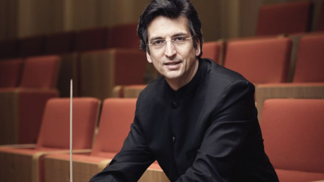 Michael Sanderling conducts the Schleswig Holstein Musik Festival Orchestra
