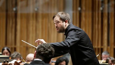 Andrea Barizza leads the Orchestra Sinfonica di Milano Giuseppe Verdi