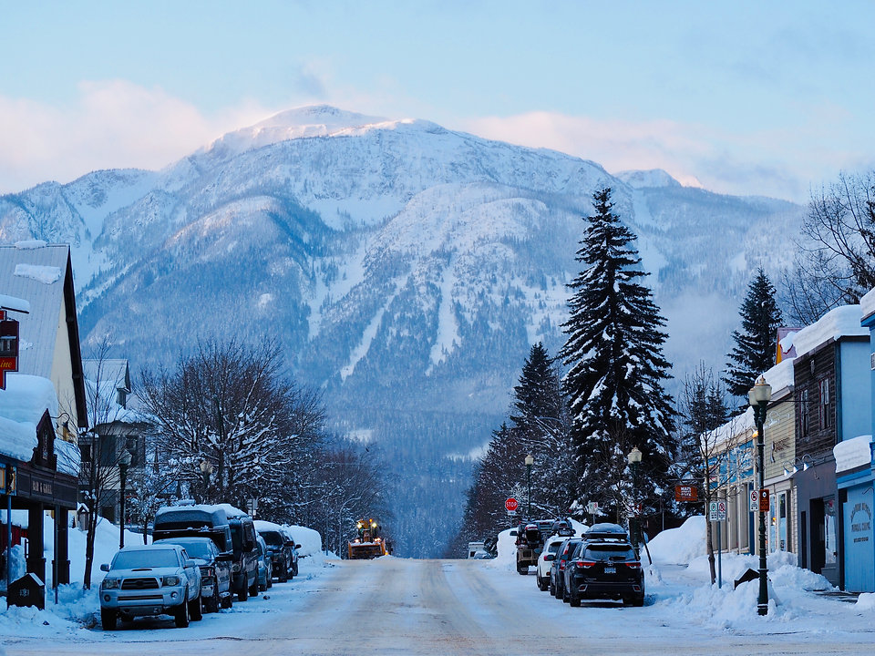 TourismRevelstoke-downtown-winter-macken