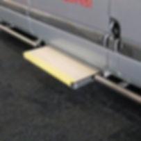 elektrische Trittstufe für den erleichterten Einstieg ins Fahrzeug