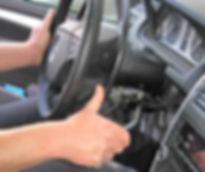 Handbremshebel Betätigung hinterm Lenkrad