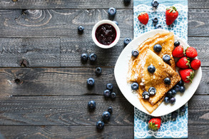 delicious-crepes-breakfast-with-dramatic