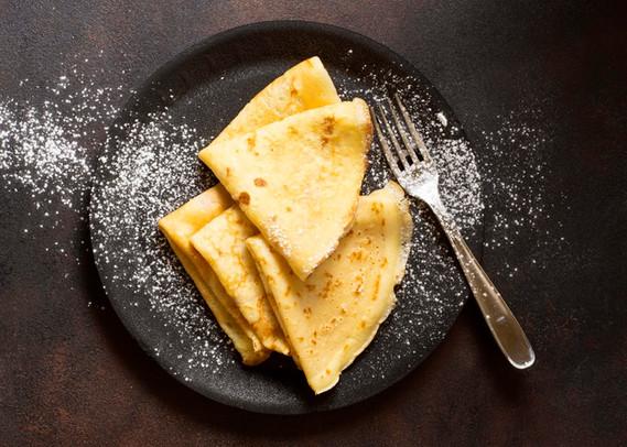 delicious-winter-crepe-dessert-sugar-top