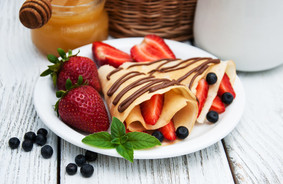 crepes-with-strawberries-chocolate-sauce