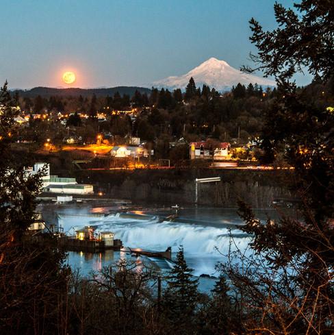 Moonrise in Oregon City