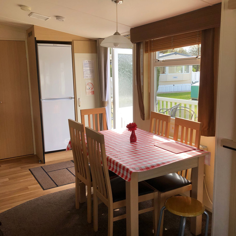 ST 176 dining area