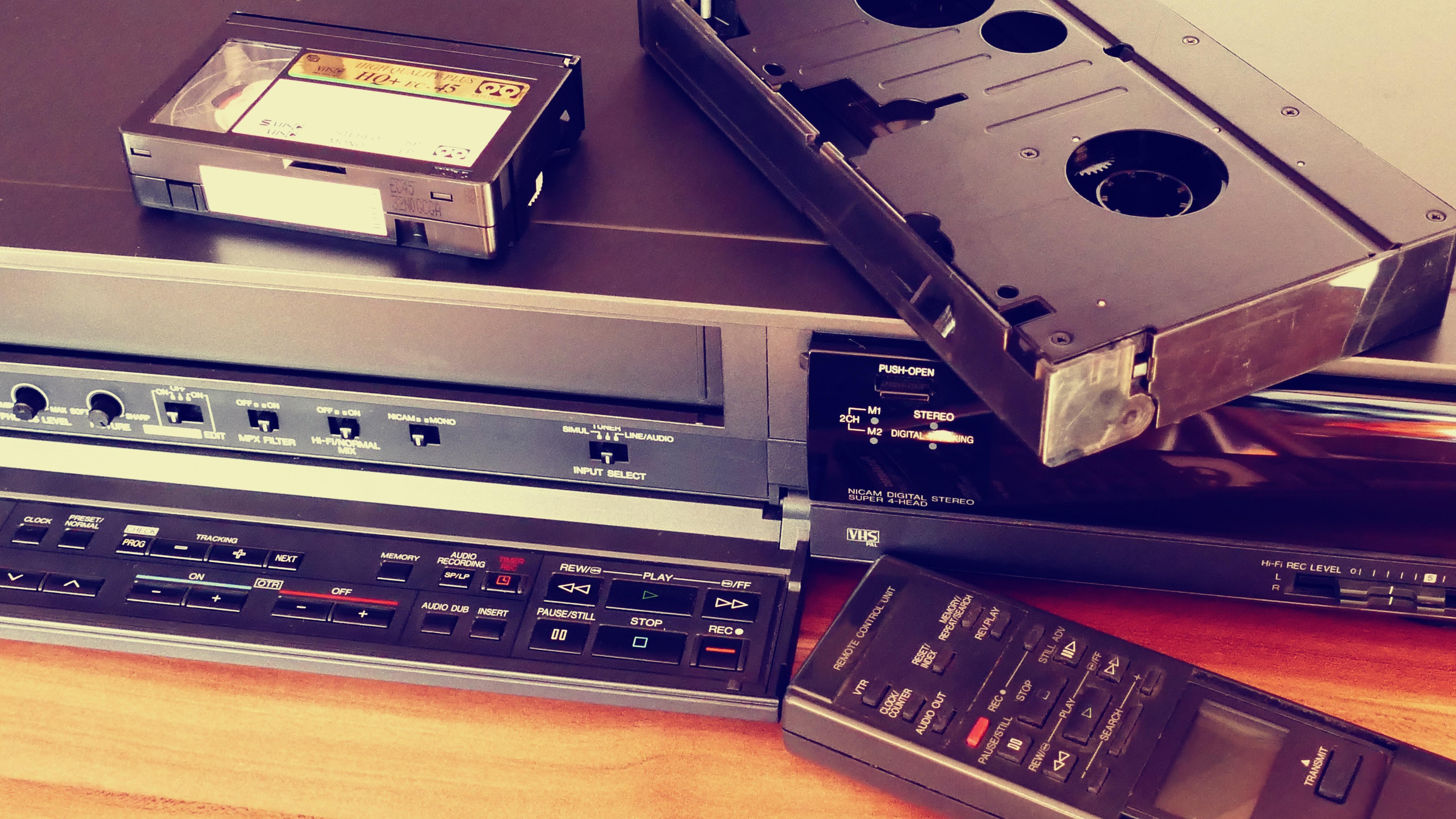 classic-phonograph-record-retro-157540