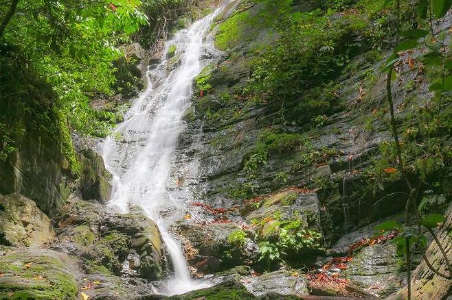Arutayan Falls 1.jpg