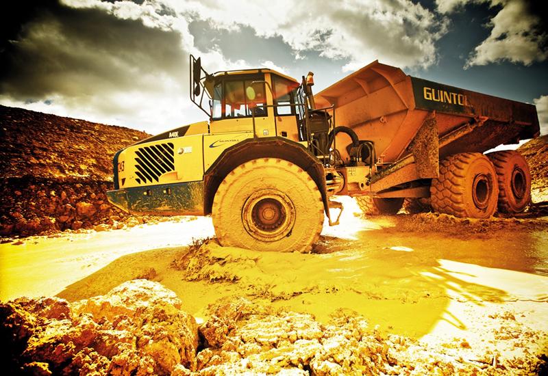 Volvo-CE-quarrying-artic