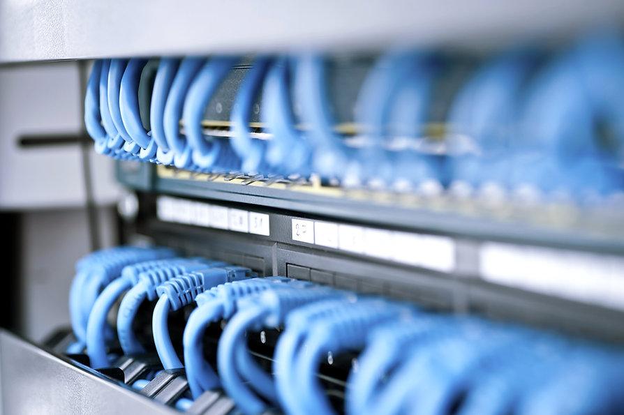 Netzwerk-Hub und Kabel