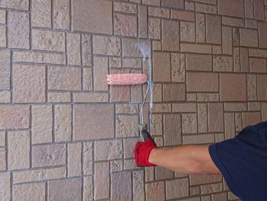 外壁塗装の「下地調整材」と「下塗り材」