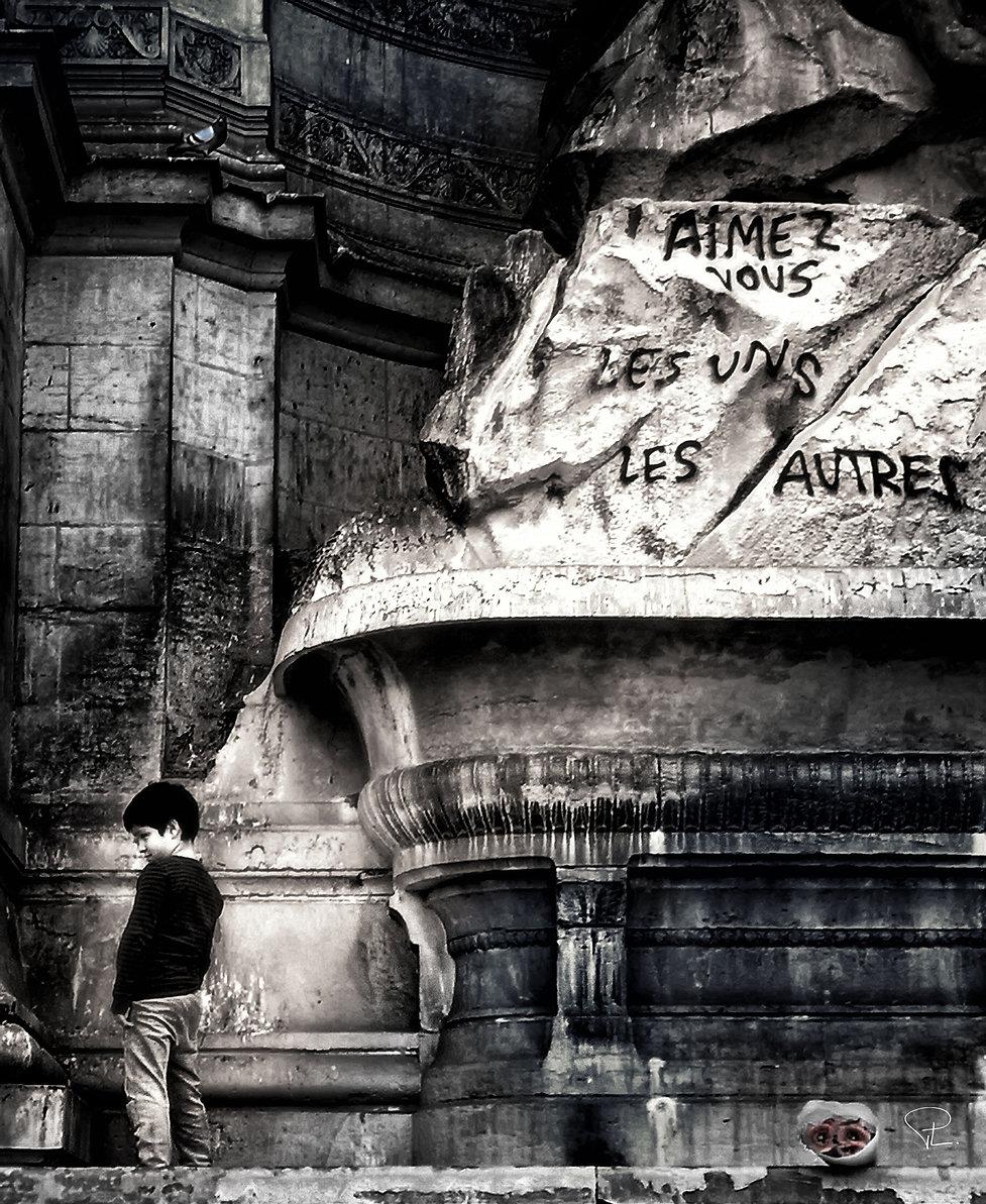 fontaine,covid,corona,paris,saintmichel,streetphotography,bnw