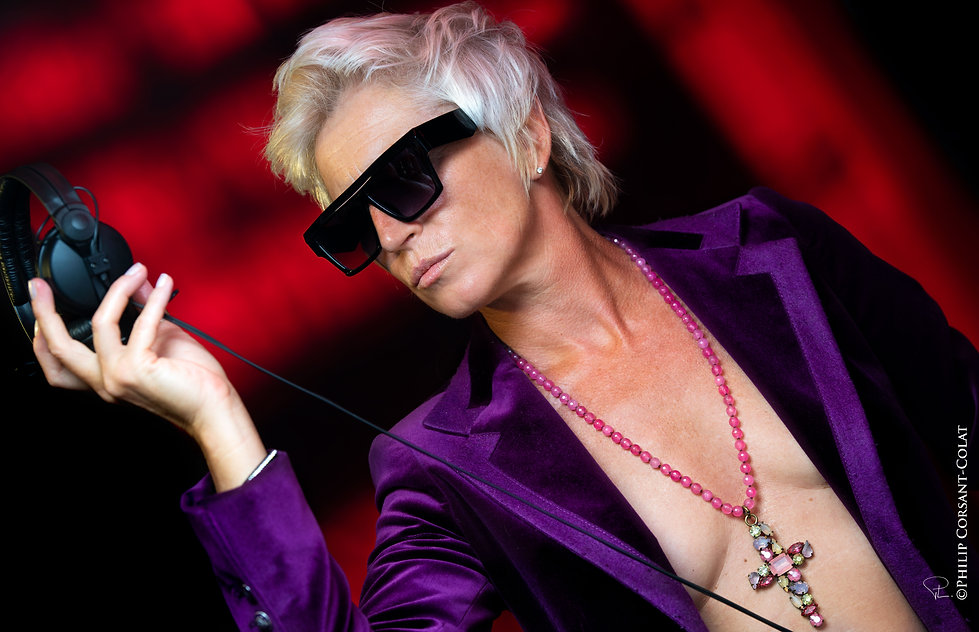 event,jetset,djette,purple,red,sunglasses