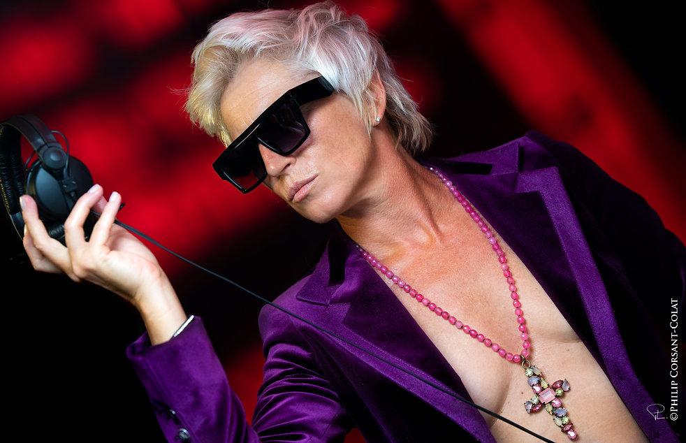 purple,red,music,djet,jetset,sunglasses