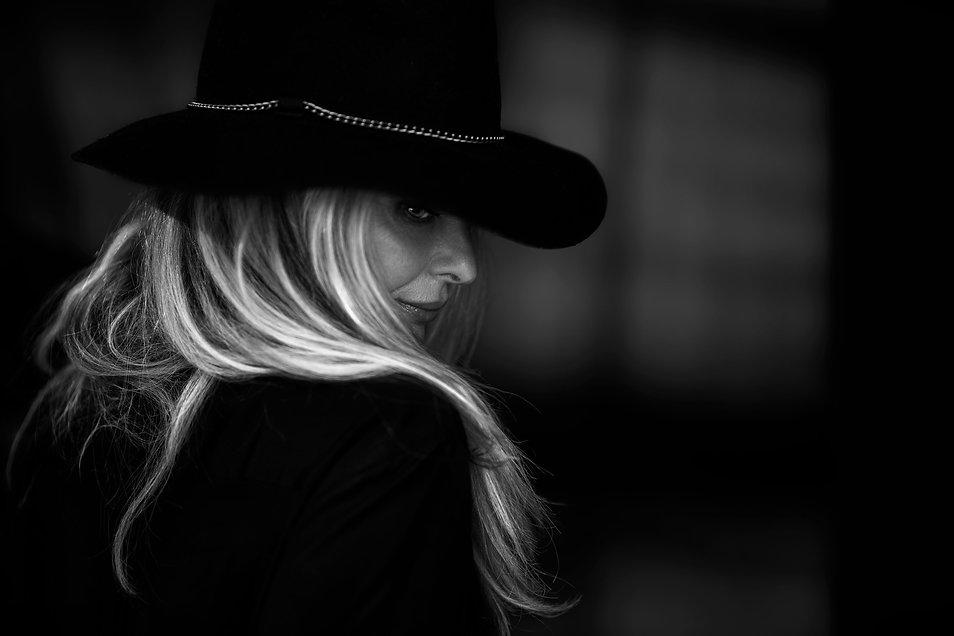 hat,model,blond,hair,behind,fashion