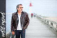 Reportage, télévision, artiste,chanteur, compositeur de johnny hallyday, casino de paris