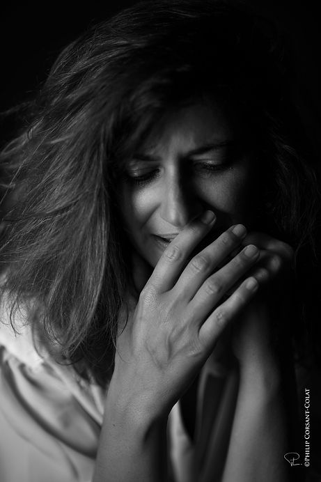 emotion,acting,bnw,studio,corsant-colat,frenchphotographer,eyes,hair,hand