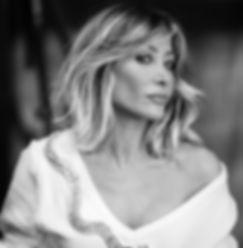 portrait,studio,lighting,blond,hairs,eyes,model,power,girl