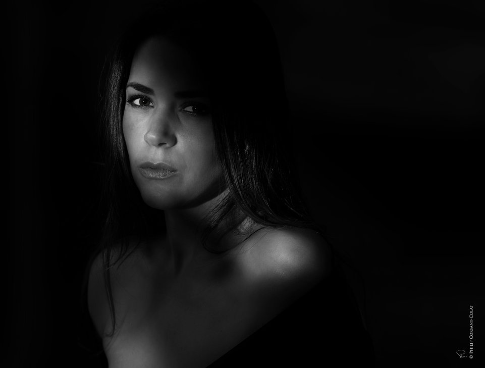 shadow,light,dark,intimist,woman,simply,sensuality