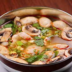 Spicy chicken soup (Tom Yum)
