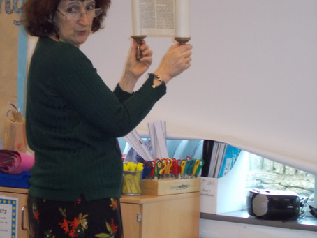 Jewish Visitor shares Special Artefacts
