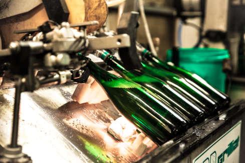 Disgorging sparkling wine