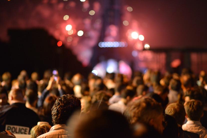 blur_crowd_eiffel_tower_event_festival_HD_wallpaper_lights_night-913319.jpg