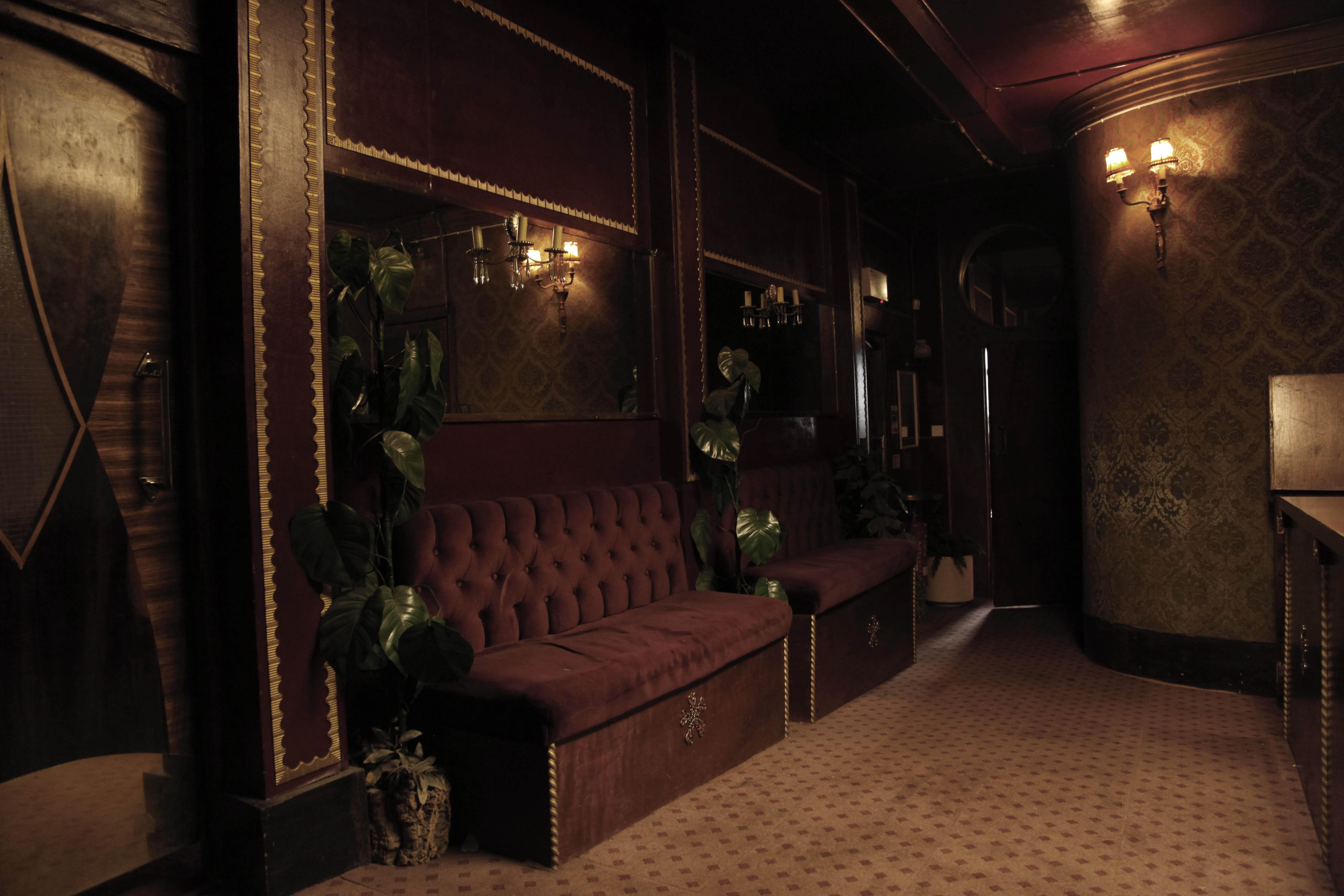 Gentlemens cloakroom