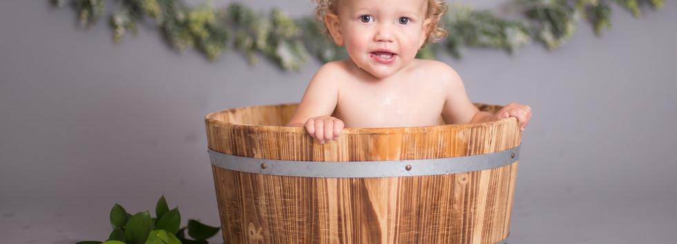 baby in bucket bath, chattanooga cake smash