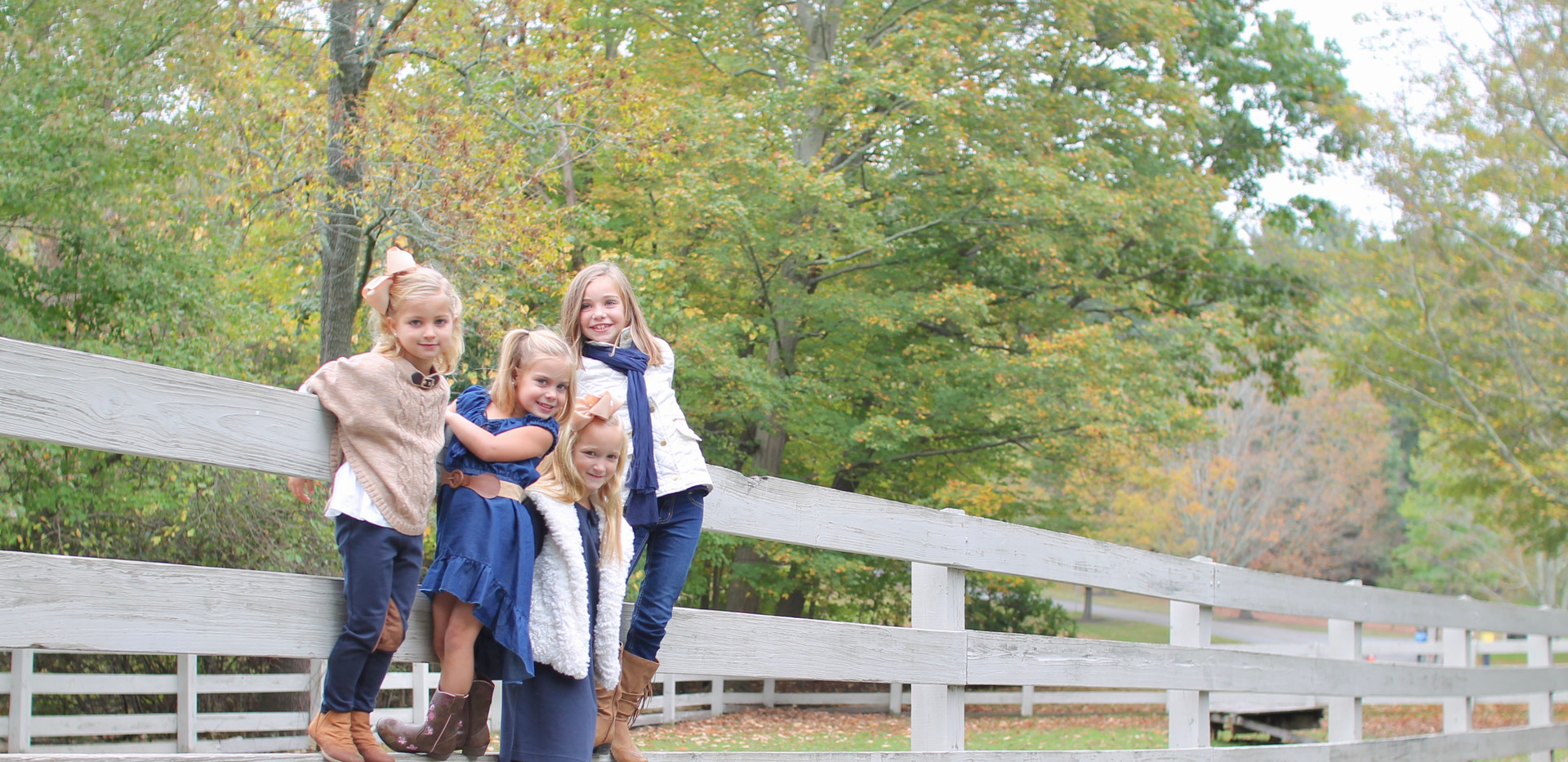 cousins photo, girls on fence, Chattanooga photographer