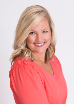 studio headshots chattanooga, woman smiling blonde chattanooga