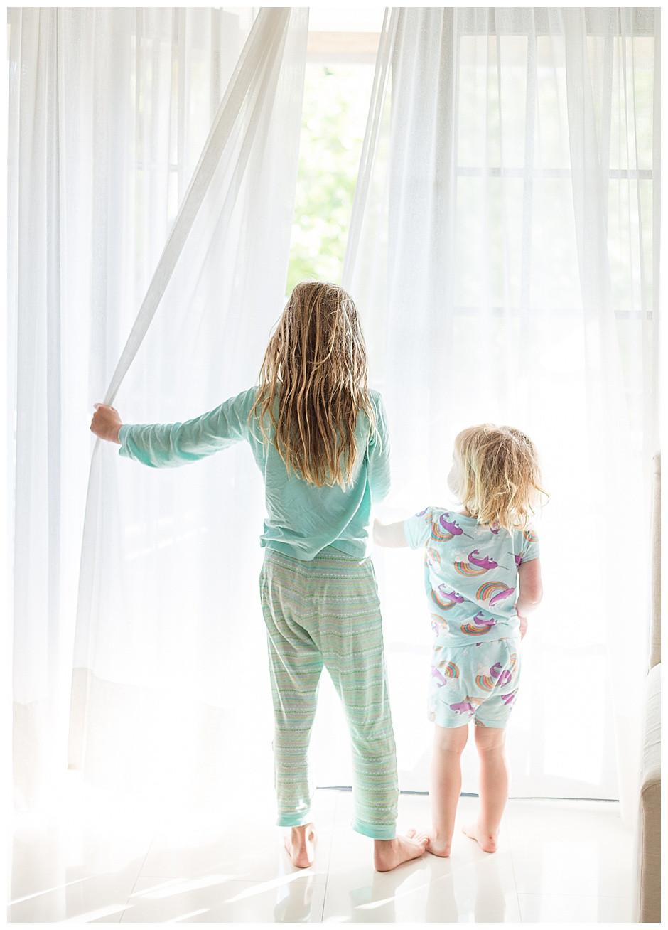 lifestyle photography chattanooga, studio photographer chattanooga, blonde children, white curtains
