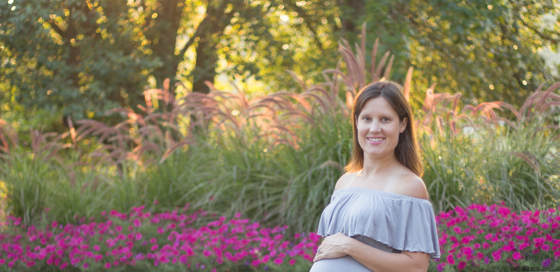 smiling pregnant woman, Chattanooga maternity photographer