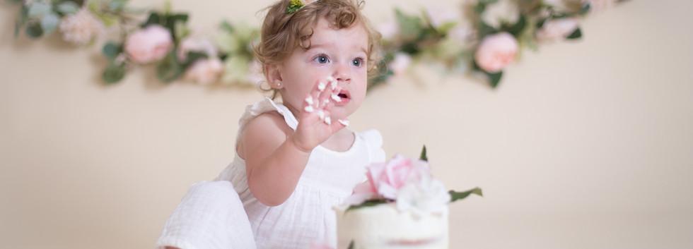 cake smash chattanooga, baby girl with cake