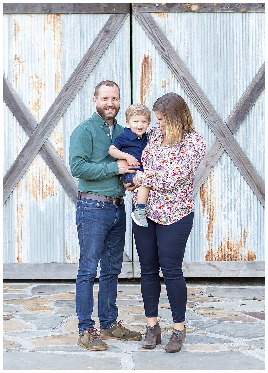 rustic family photos chattanooga, baby photographer Chattanooga, barn wood, rust