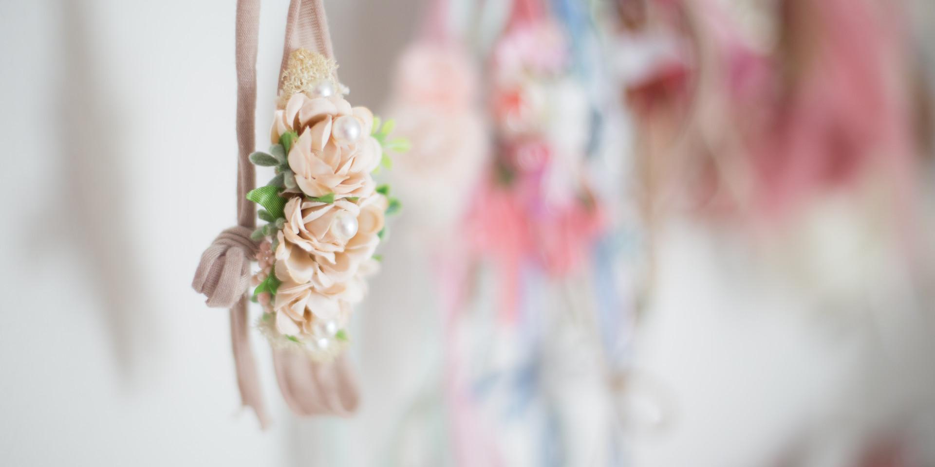 cream floral tie back, newborn photographer chattanooga