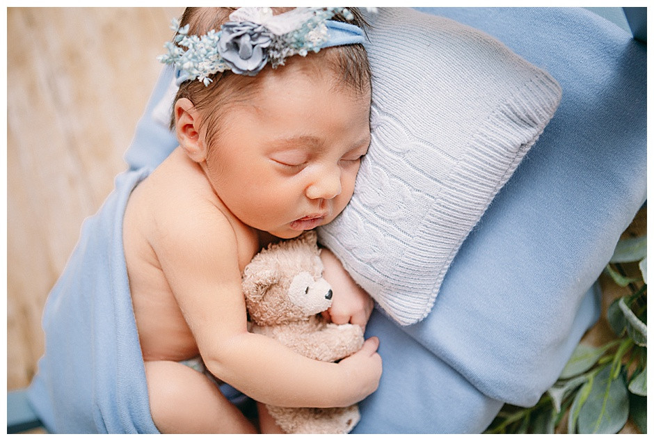 newborn baby with teddy bear, newborn photos Chattanooga Tennessee