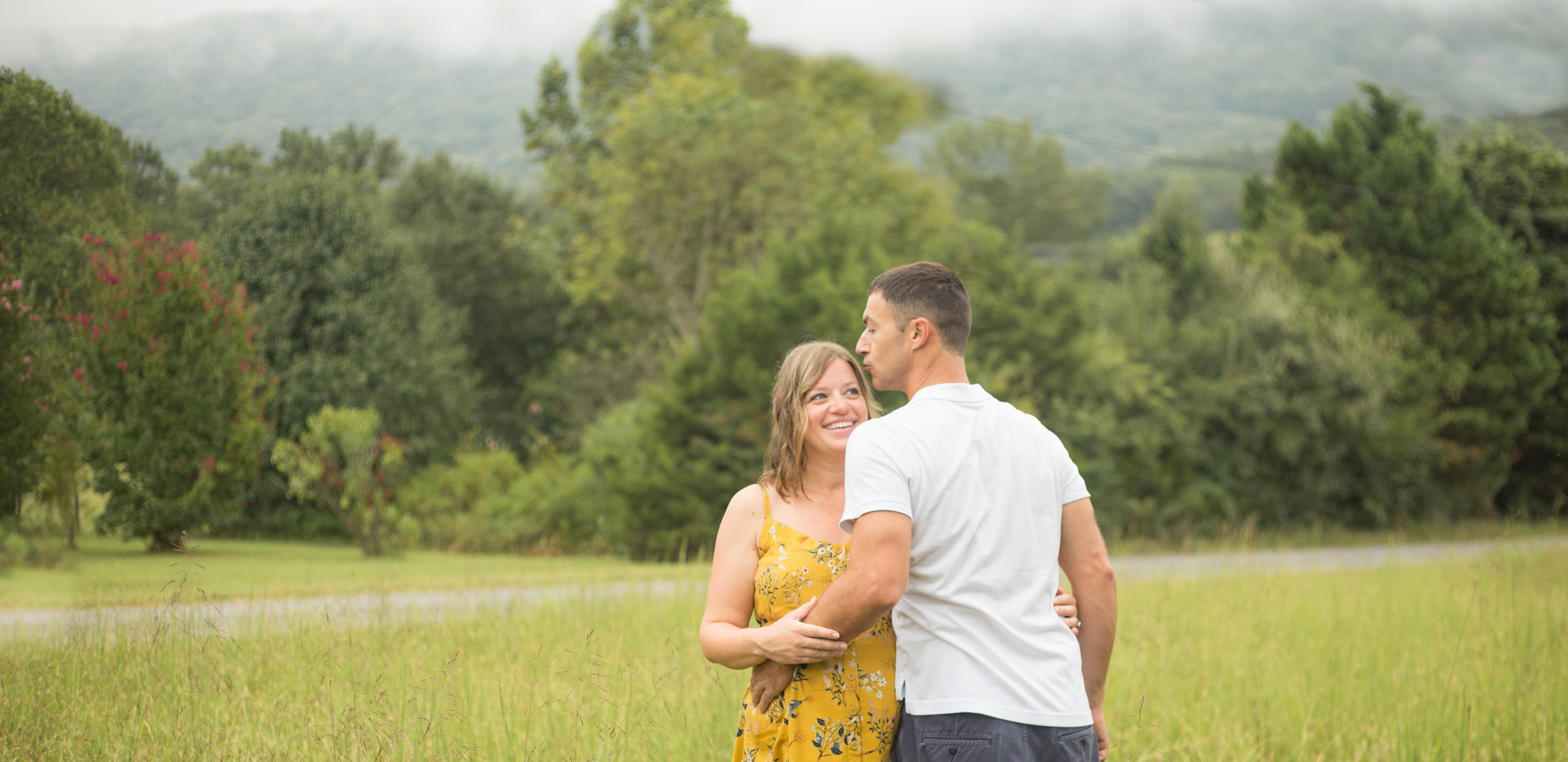 father kissing mother, Chattanooga family photos