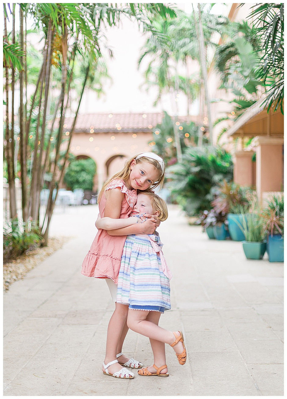 sisters hugging, palm trees, family photographer chattanooga