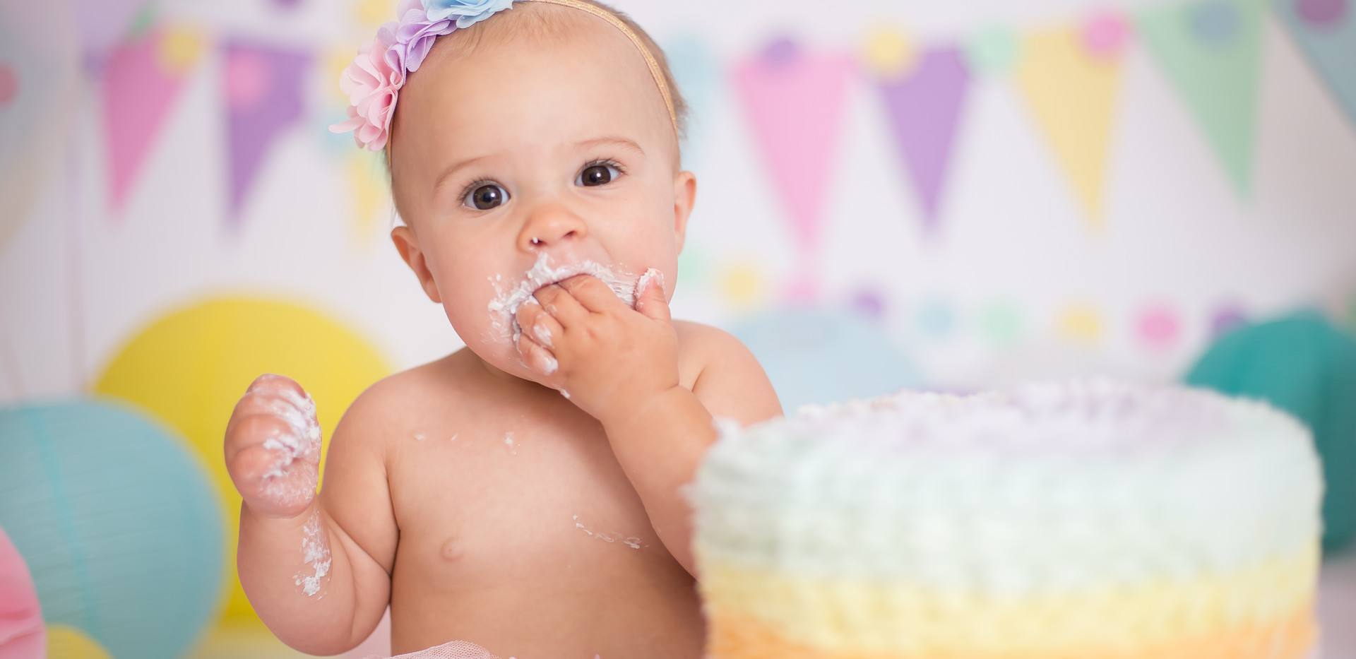 baby eating cake, cake smash photos in Chattanooga