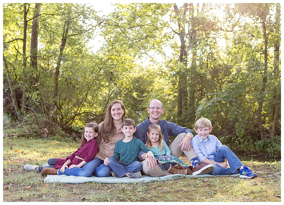 big family photographer chattanooga, mom and dad with four kids Chattanooga