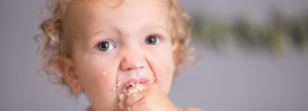 boy stuffing cake in mouth, chattanooga cake smash photos