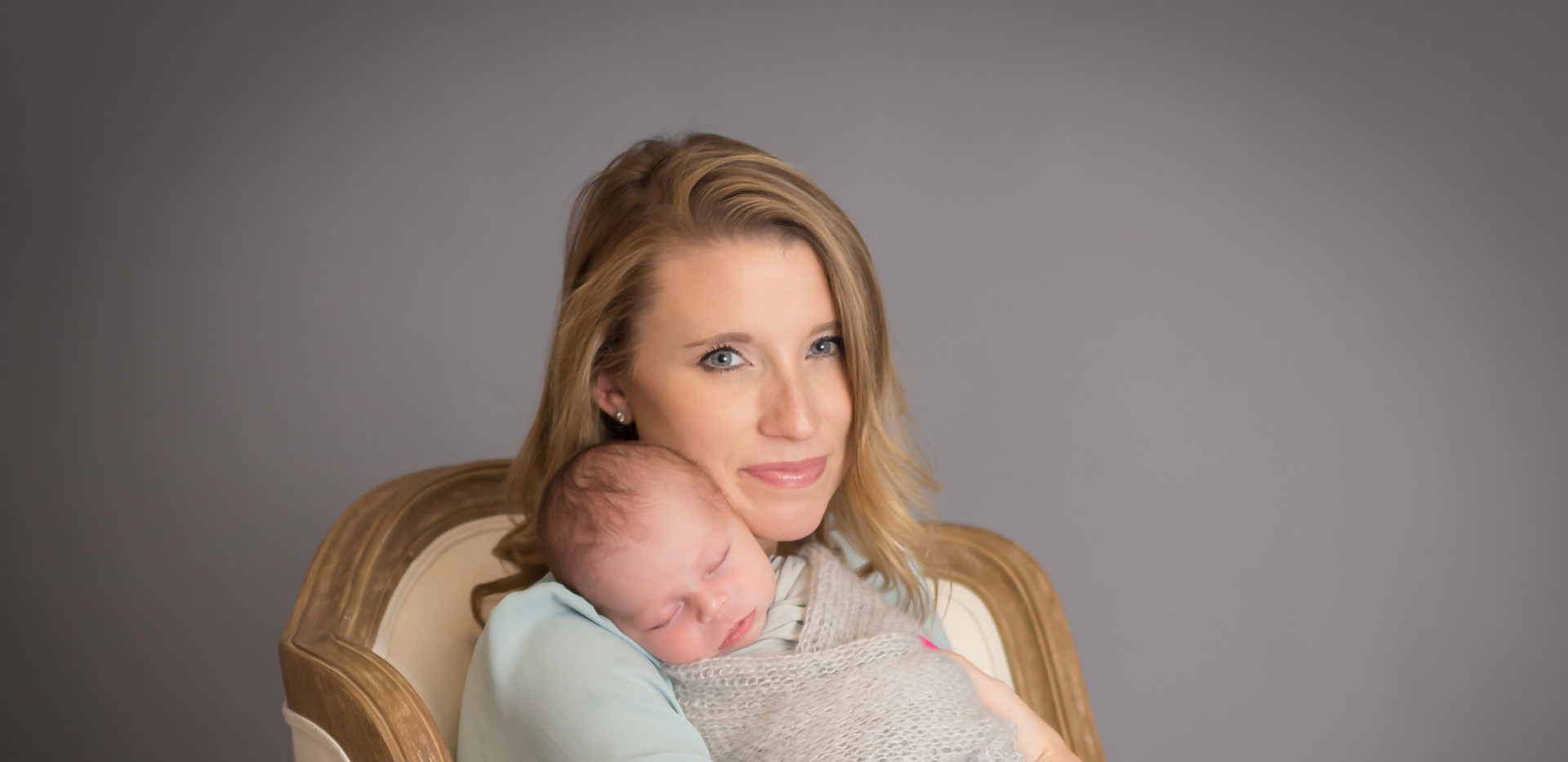 mother holding baby, newborn photographer in Chattanooga