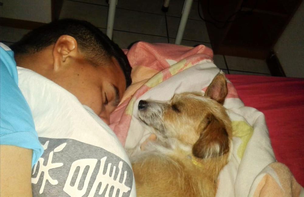 Dormindo com papai. Amo!