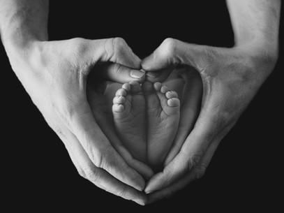 Newborn Hands Pose