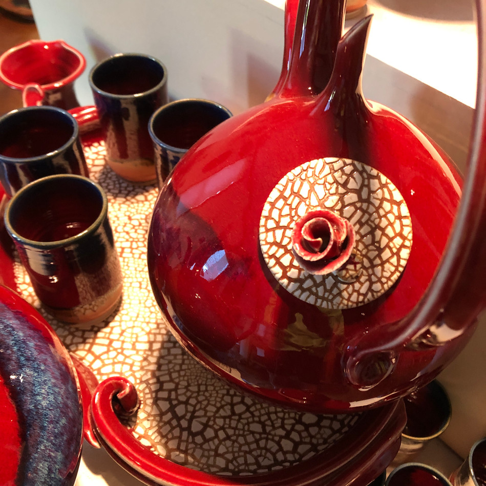 Detail Crackle Lidded Teapot, Crackle Tray, Onishi Mugs