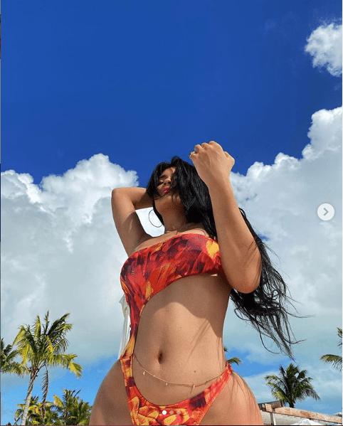 Kylie Jenner flaunts her banging