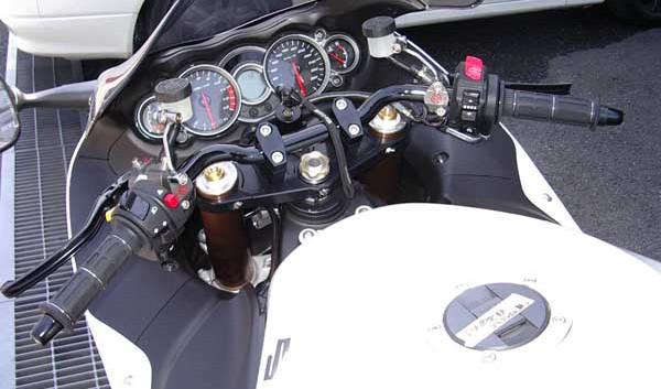 GSX1300R 隼 '08 ホワイト6.JPG