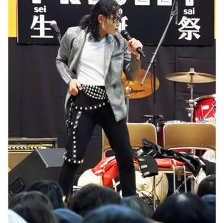 神戸新聞 掲載画像 マイケルジャクトン